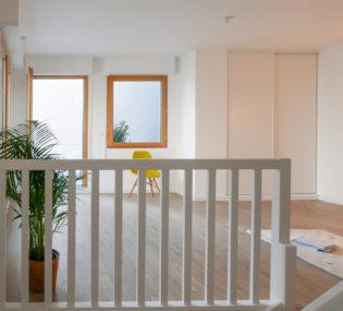 Transformation de bureaux et surélévation à Montreuil.  Résidence de 12 logements  Architecte : H2O Architectes Photographe : Stéphane Chalmeau