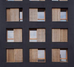 Résidence de 6 logements à La Courneuve. Architecte: Atelier Ramdam. Photographe: Emilie Gravoueille